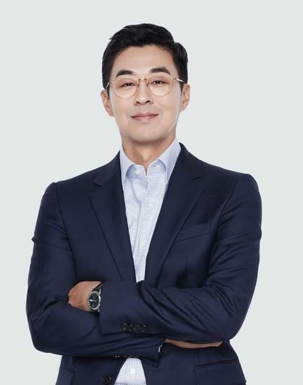 Bang Si Hyuk bất ngờ từ chức CEO của HYBE: người hoang mang khó hiểu, kẻ réo gọi tên thành viên BTS lên thay - Ảnh 3.