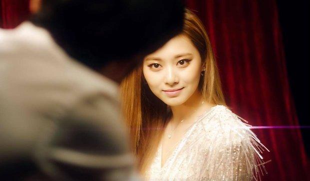 Cùng trang điểm kiểu mới ốm dậy, Jennie trông vẫn chanh sả nhưng sao Tzuyu nhìn lại ối giời ơi thế này - Ảnh 4.