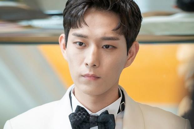 6 sao Hàn đổi đời sau một vai diễn: Lee Do Hyun hốt đậm vì làm người tình IU, Han So Hee thăng hạng nhờ drama 19+ - Ảnh 8.