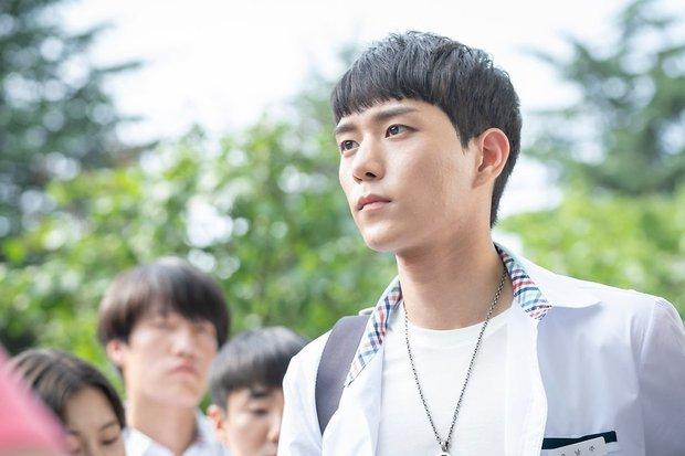 6 sao Hàn đổi đời sau một vai diễn: Lee Do Hyun hốt đậm vì làm người tình IU, Han So Hee thăng hạng nhờ drama 19+ - Ảnh 7.
