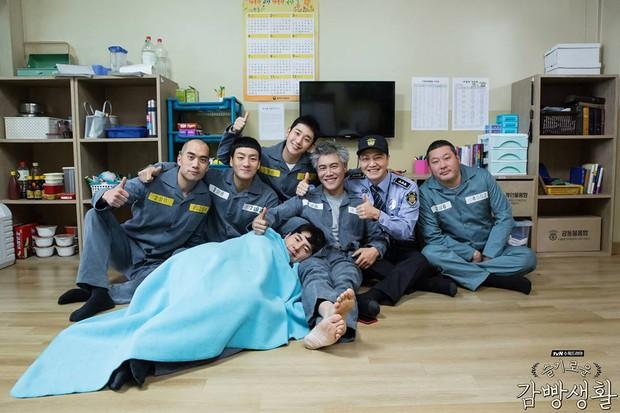 6 hội bạn cực phẩm ở phim Hàn: Đội F5 Hospital Playlist gây mê khán giả, Song Joong Ki dẫn đầu rạp xiếc trung ương - Ảnh 13.
