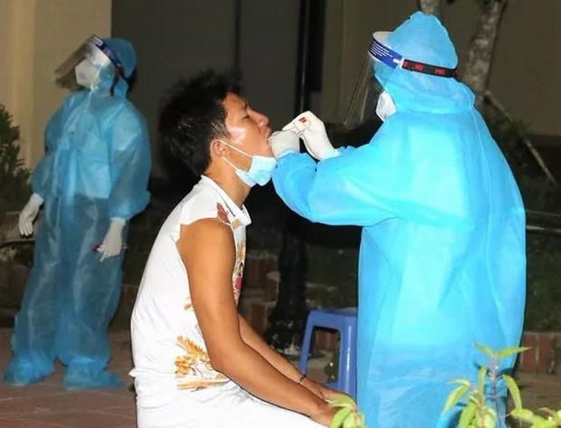 Nữ nhân viên nhà hàng từ TP.HCM về Thanh Hóa dương tính SARS-CoV-2 - Ảnh 1.
