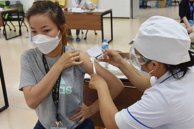 Bộ trưởng Bộ Y tế: Đảm bảo an toàn tối đa cho người tiêm vắc xin COVID-19 trong chiến dịch tiêm chủng lớn nhất lịch sử - Ảnh 2.