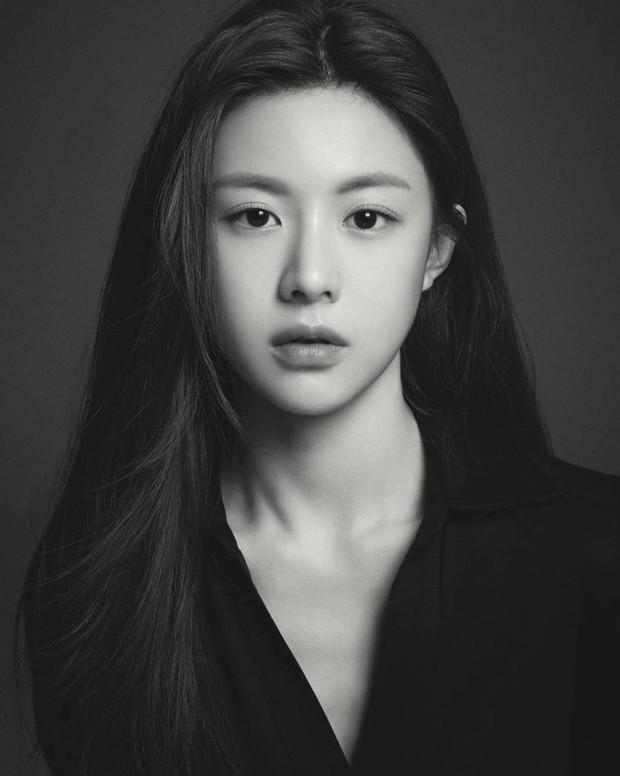 Nữ diễn viên có ảnh profile đỉnh nhất theo Knet: Jisoo - Kim Yoo Jung so kè khốc liệt, mỹ nhân mặt đơ của IZ*ONE bất ngờ có tên - Ảnh 18.