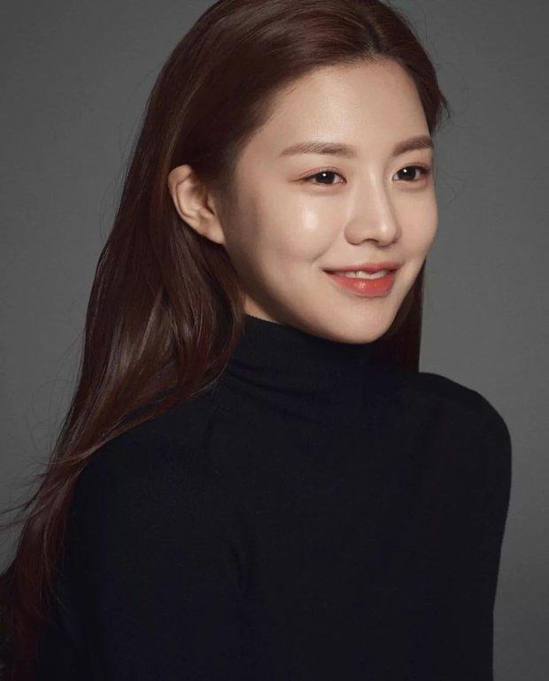 Nữ diễn viên có ảnh profile đỉnh nhất theo Knet: Jisoo - Kim Yoo Jung so kè khốc liệt, mỹ nhân mặt đơ của IZ*ONE bất ngờ có tên - Ảnh 15.