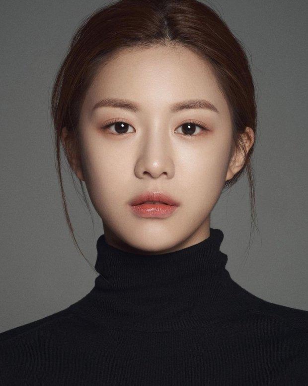 Nữ diễn viên có ảnh profile đỉnh nhất theo Knet: Jisoo - Kim Yoo Jung so kè khốc liệt, mỹ nhân mặt đơ của IZ*ONE bất ngờ có tên - Ảnh 13.