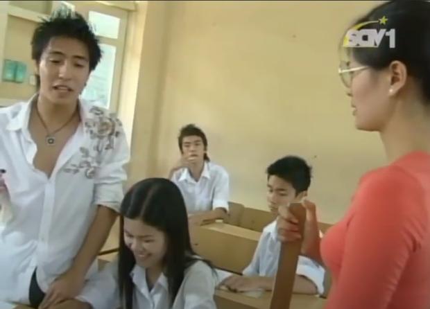 Video phân tích bài thơ Sóng bỗng hot trở lại, nghe câu chốt của học trò học dốt nhưng văn vở khiến cô giáo cũng phải cạn lời - Ảnh 2.
