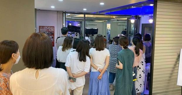 Khi những lò đào tạo Idol thay thế trường tiểu học ở Hàn Quốc: Tôi muốn thấy con trai trở thành một ngôi sao Kpop - Ảnh 4.