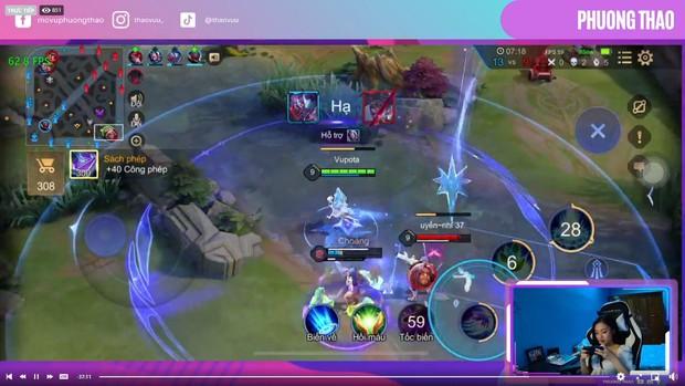 MC Phương Thảo lần đầu livestream chơi Liên Quân Mobile, fan gọi tên ProE vào check map - Ảnh 1.