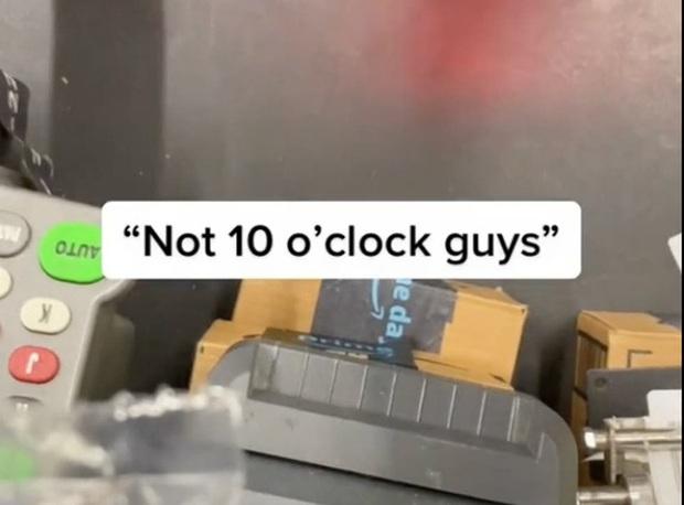 Bây giờ là 9:59: Giám sát viên Amazon hét lên với công nhân vì nghỉ giải lao sớm 1 phút lan truyền trên mạng Internet - Ảnh 2.