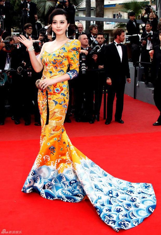 2 nữ thần châu Á đẹp nhất lịch sử Cannes: Phạm Băng Băng chặt chém 1001 váy áo khủng, Chompoo Araya bụng bầu vẫn đẹp lồng lộn - Ảnh 2.