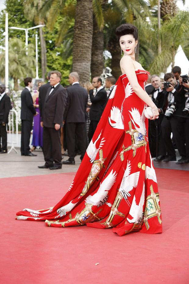 2 nữ thần châu Á đẹp nhất lịch sử Cannes: Phạm Băng Băng chặt chém 1001 váy áo khủng, Chompoo Araya bụng bầu vẫn đẹp lồng lộn - Ảnh 5.