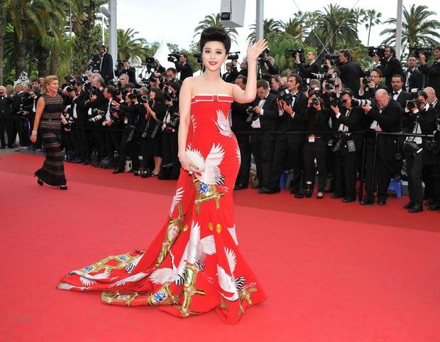 2 nữ thần châu Á đẹp nhất lịch sử Cannes: Phạm Băng Băng chặt chém 1001 váy áo khủng, Chompoo Araya bụng bầu vẫn đẹp lồng lộn - Ảnh 4.