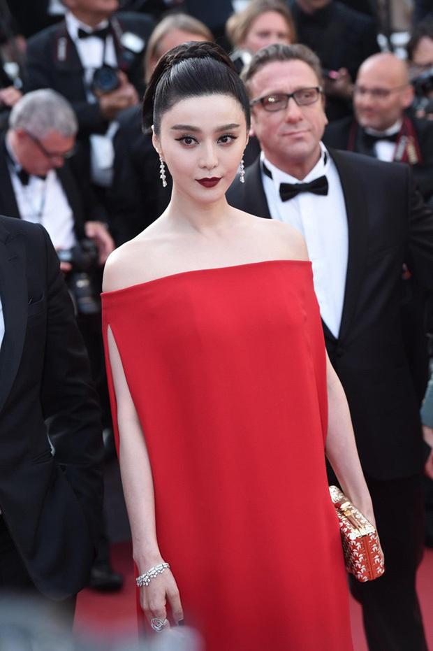 2 nữ thần châu Á đẹp nhất lịch sử Cannes: Phạm Băng Băng chặt chém 1001 váy áo khủng, Chompoo Araya bụng bầu vẫn đẹp lồng lộn - Ảnh 15.