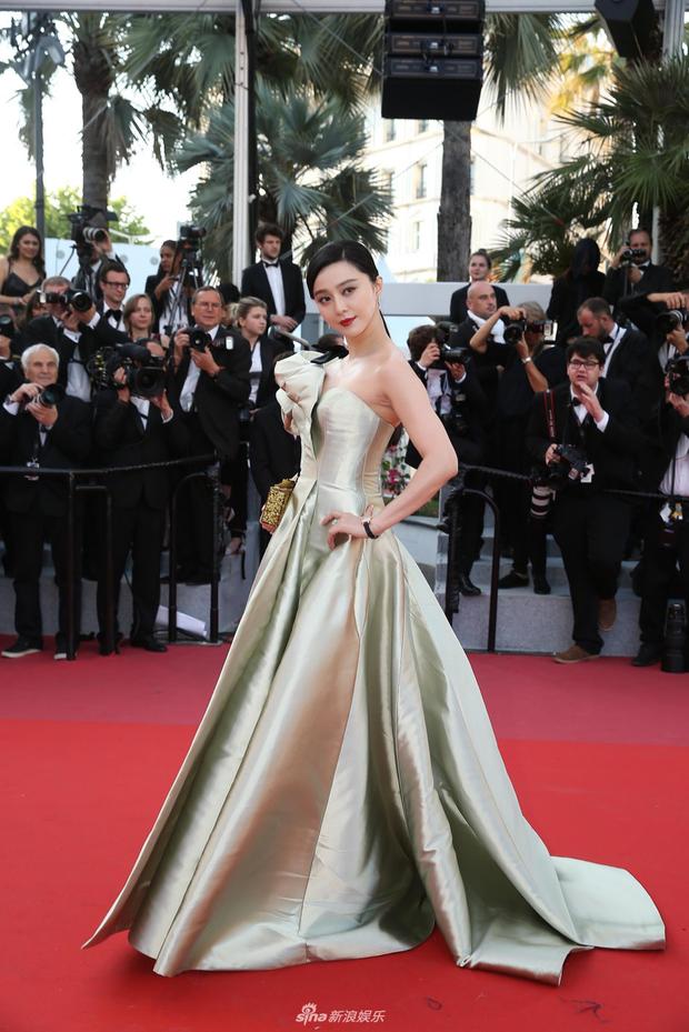 2 nữ thần châu Á đẹp nhất lịch sử Cannes: Phạm Băng Băng chặt chém 1001 váy áo khủng, Chompoo Araya bụng bầu vẫn đẹp lồng lộn - Ảnh 14.