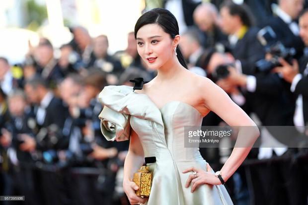 2 nữ thần châu Á đẹp nhất lịch sử Cannes: Phạm Băng Băng chặt chém 1001 váy áo khủng, Chompoo Araya bụng bầu vẫn đẹp lồng lộn - Ảnh 13.