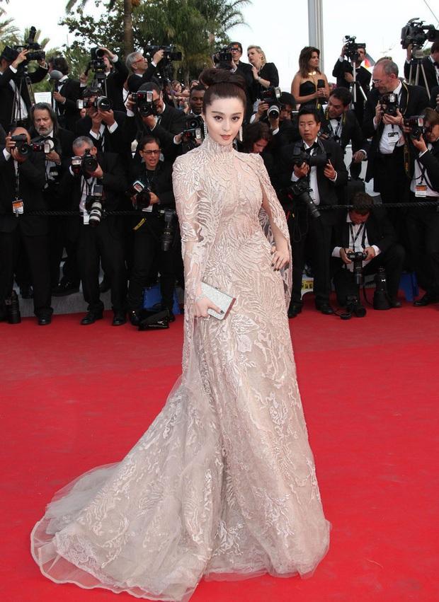 2 nữ thần châu Á đẹp nhất lịch sử Cannes: Phạm Băng Băng chặt chém 1001 váy áo khủng, Chompoo Araya bụng bầu vẫn đẹp lồng lộn - Ảnh 11.