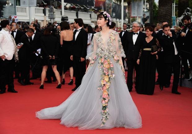 2 nữ thần châu Á đẹp nhất lịch sử Cannes: Phạm Băng Băng chặt chém 1001 váy áo khủng, Chompoo Araya bụng bầu vẫn đẹp lồng lộn - Ảnh 9.
