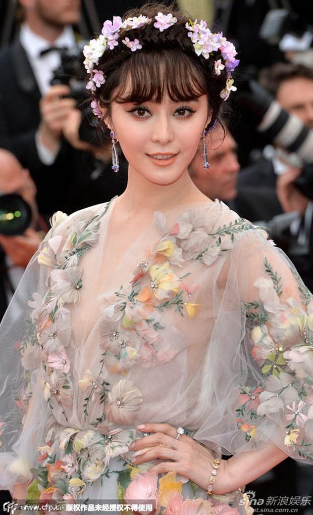 2 nữ thần châu Á đẹp nhất lịch sử Cannes: Phạm Băng Băng chặt chém 1001 váy áo khủng, Chompoo Araya bụng bầu vẫn đẹp lồng lộn - Ảnh 8.
