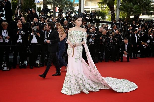 2 nữ thần châu Á đẹp nhất lịch sử Cannes: Phạm Băng Băng chặt chém 1001 váy áo khủng, Chompoo Araya bụng bầu vẫn đẹp lồng lộn - Ảnh 10.