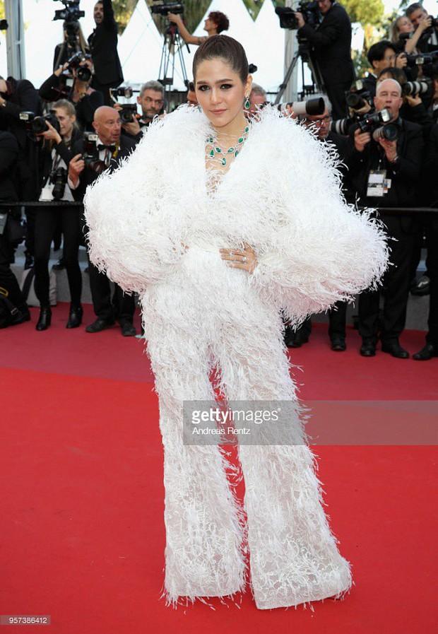 2 nữ thần châu Á đẹp nhất lịch sử Cannes: Phạm Băng Băng chặt chém 1001 váy áo khủng, Chompoo Araya bụng bầu vẫn đẹp lồng lộn - Ảnh 28.