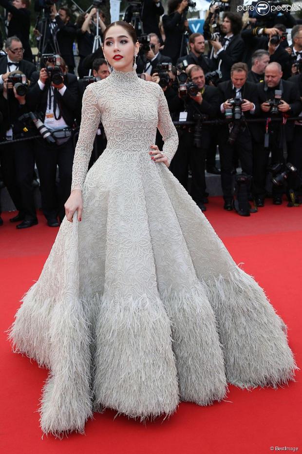 2 nữ thần châu Á đẹp nhất lịch sử Cannes: Phạm Băng Băng chặt chém 1001 váy áo khủng, Chompoo Araya bụng bầu vẫn đẹp lồng lộn - Ảnh 18.