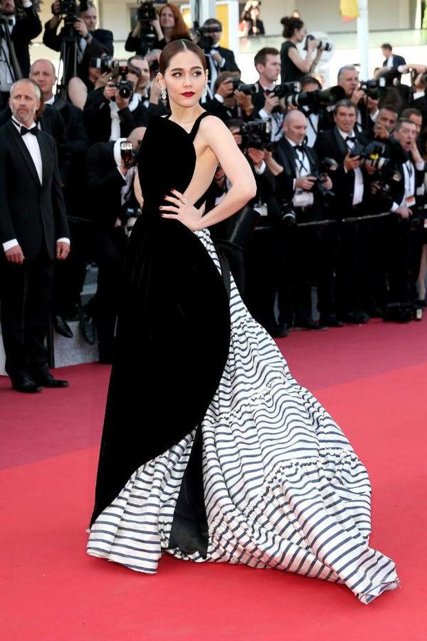2 nữ thần châu Á đẹp nhất lịch sử Cannes: Phạm Băng Băng chặt chém 1001 váy áo khủng, Chompoo Araya bụng bầu vẫn đẹp lồng lộn - Ảnh 19.