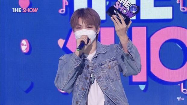 Cựu thành viên 2NE1 bất ngờ đầu quân về công ty của hậu bối gen 3, netizen cà khịa: Tuyển gà về dạy hát cho chủ tịch - Ảnh 4.