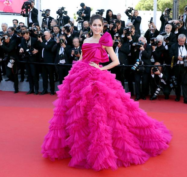 2 nữ thần châu Á đẹp nhất lịch sử Cannes: Phạm Băng Băng chặt chém 1001 váy áo khủng, Chompoo Araya bụng bầu vẫn đẹp lồng lộn - Ảnh 24.