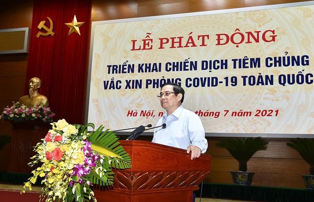 Việt Nam chính thức bắt đầu chiến dịch tiêm chủng vaccine Covid-19 lớn nhất lịch sử cho 75 triệu người dân - Ảnh 2.