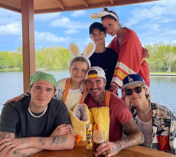 Cả nhà Beckham gây nổ MXH với màn chúc sinh nhật Harper: David đúng nghiện con, 3 cậu ấm và 2 con dâu tương lai gây chú ý - Ảnh 12.