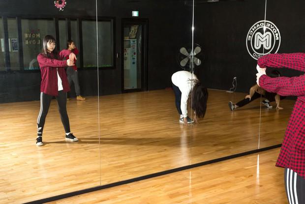 Khi những lò đào tạo Idol thay thế trường tiểu học ở Hàn Quốc: Tôi muốn thấy con trai trở thành một ngôi sao Kpop - Ảnh 3.