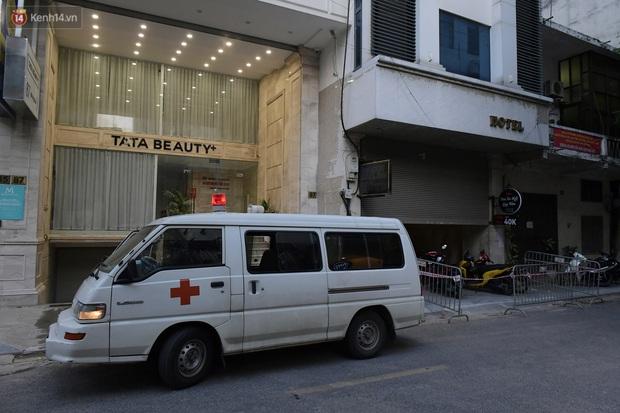 Hà Nội: Phong tỏa, đưa người của khách sạn, quán ăn trên phố Bùi Thị Xuân đi cách ly sau 5 ca dương tính SARS-CoV-2 - Ảnh 2.