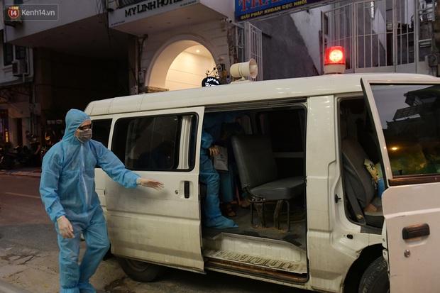 Hà Nội: Phong tỏa, đưa người của khách sạn, quán ăn trên phố Bùi Thị Xuân đi cách ly sau 5 ca dương tính SARS-CoV-2 - Ảnh 5.