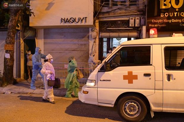 Hà Nội: Phong tỏa, đưa người của khách sạn, quán ăn trên phố Bùi Thị Xuân đi cách ly sau 5 ca dương tính SARS-CoV-2 - Ảnh 8.