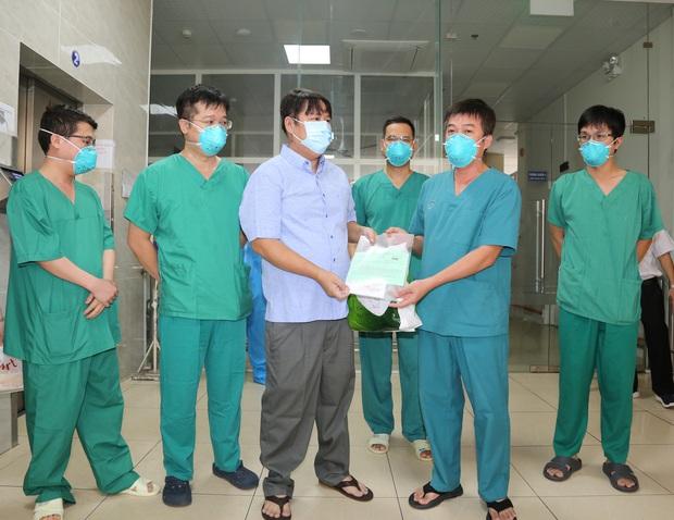 Kỳ diệu: Chiến sĩ công an tại quận Tân Phú mắc Covid-19 nặng đã xuất viện sau hơn 1 tháng điều trị - Ảnh 1.