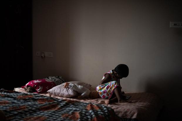 Mẹ ơi, khi nào mẹ về?: Câu chuyện đau lòng của những đứa trẻ đột ngột mồ côi sau địa ngục Covid ở Ấn Độ - Ảnh 6.