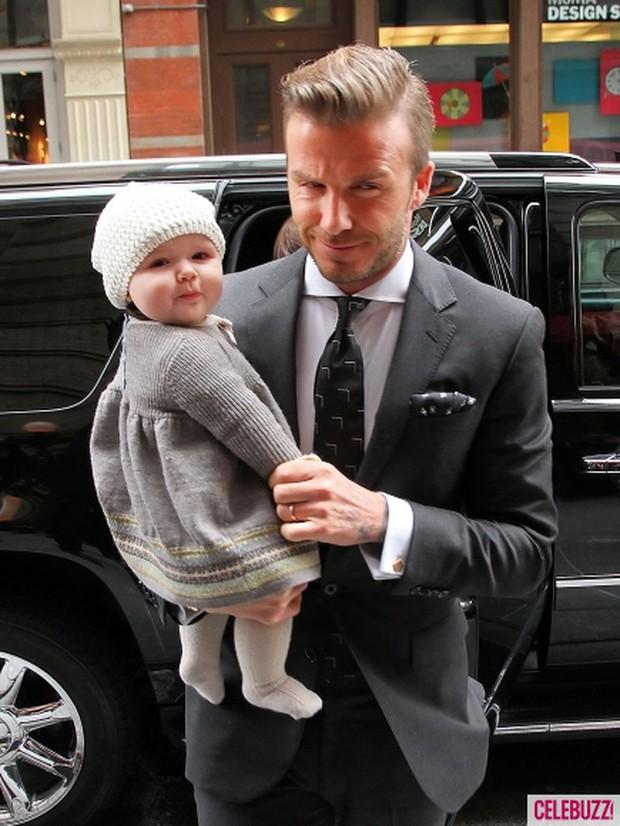 Ngỡ ngàng nhìn Harper Beckham thay đổi qua 10 năm: Từ bé đã được Tổng biên tập Vogue ưu ái, đi sự kiện mà át cả bố mẹ cực phẩm - Ảnh 2.