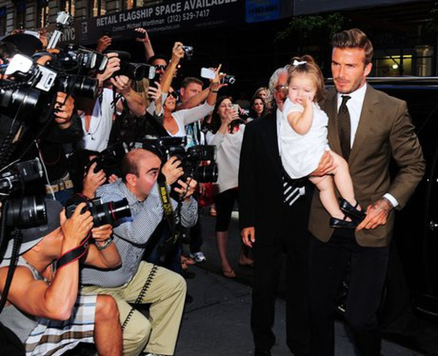 Ngỡ ngàng nhìn Harper Beckham thay đổi qua 10 năm: Từ bé đã được Tổng biên tập Vogue ưu ái, đi sự kiện mà át cả bố mẹ cực phẩm - Ảnh 4.