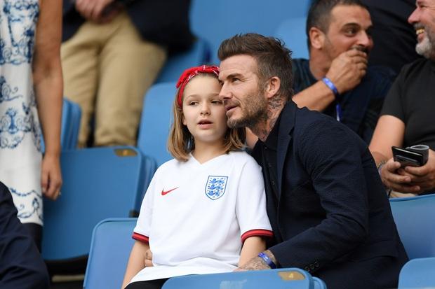 Ngỡ ngàng nhìn Harper Beckham thay đổi qua 10 năm: Từ bé đã được Tổng biên tập Vogue ưu ái, đi sự kiện mà át cả bố mẹ cực phẩm - Ảnh 15.