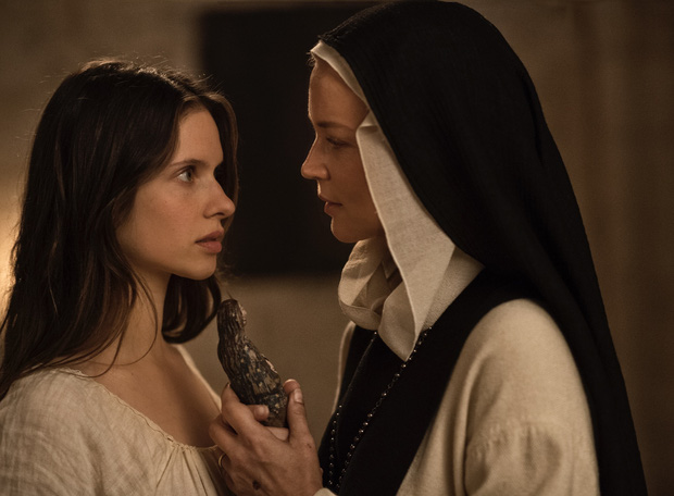 Phim 18+ về nữ tu đồng tính gây sốc cả Cannes vì cảnh nóng quá phản cảm, không thể tin có thể lên được phim - Ảnh 1.