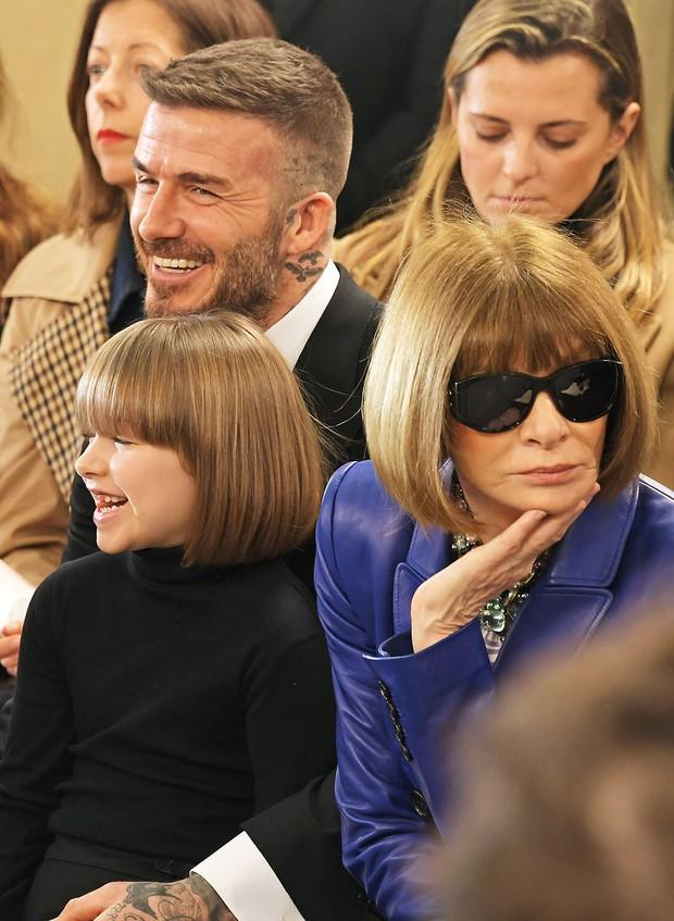 Ngỡ ngàng nhìn Harper Beckham thay đổi qua 10 năm: Từ bé đã được Tổng biên tập Vogue ưu ái, đi sự kiện mà át cả bố mẹ cực phẩm - Ảnh 9.