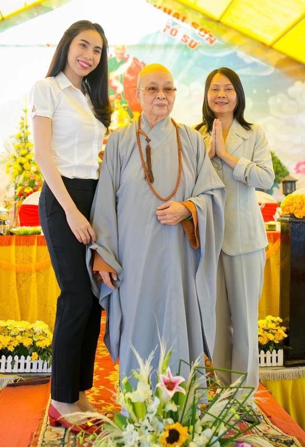 Mẹ Thuỷ Tiên đáp trả khi bị netizen chỉ trích chuyện từ thiện: Nếu cô tạo nghiệp thì không ai che đậy được, chỉ trừ cô tự sám hối ăn năn - Ảnh 6.