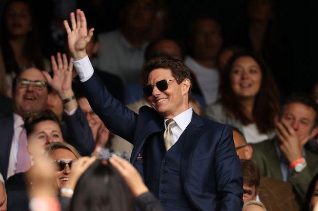Tom Cruise tặng món quà siêu độc cho tuyển Anh trước chung kết Euro 2020: Phải ký thoả thuận bảo mật mới được mở quà - Ảnh 1.