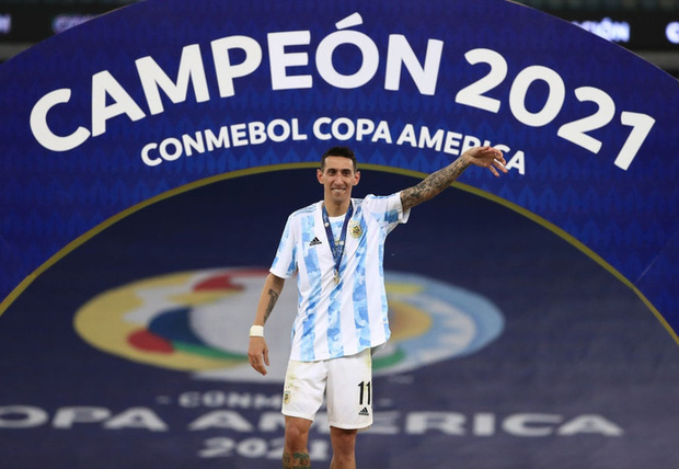Ảnh: Messi nhắm nghiền mắt hôn chiếc cúp vô địch Nam Mỹ được cả quốc gia Argentina chờ đợi suốt 28 năm - Ảnh 4.