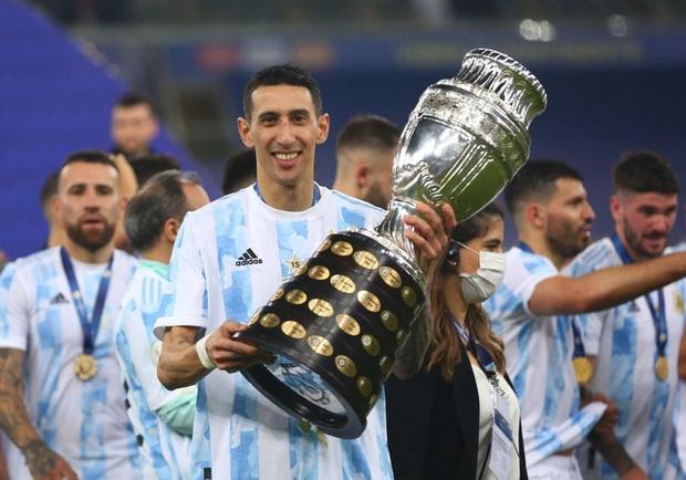 Ảnh: Messi nhắm nghiền mắt hôn chiếc cúp vô địch Nam Mỹ được cả quốc gia Argentina chờ đợi suốt 28 năm - Ảnh 8.