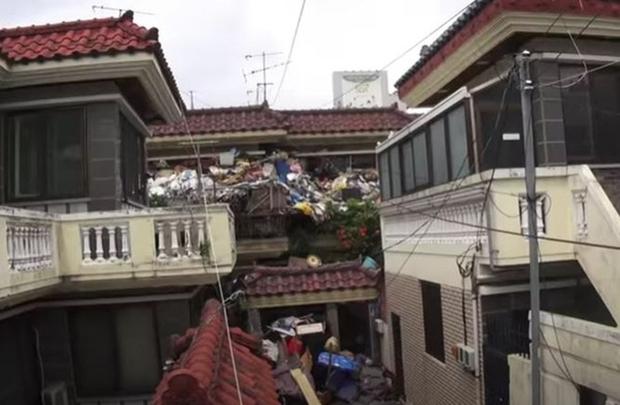 Cụ già tích trữ... 150 tấn rác làm của để dành cho con trai vì sợ sau khi qua đời không ai chăm sóc anh - Ảnh 1.