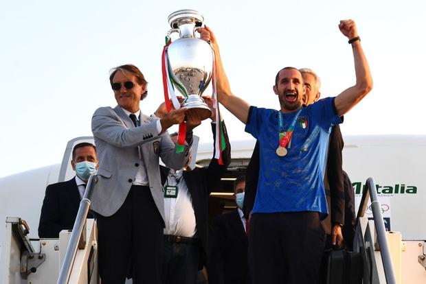 Nóng: Thủ đô Rome mở lễ hội chào đón tuyển Italy mang cúp vô địch Euro trở về - Ảnh 2.