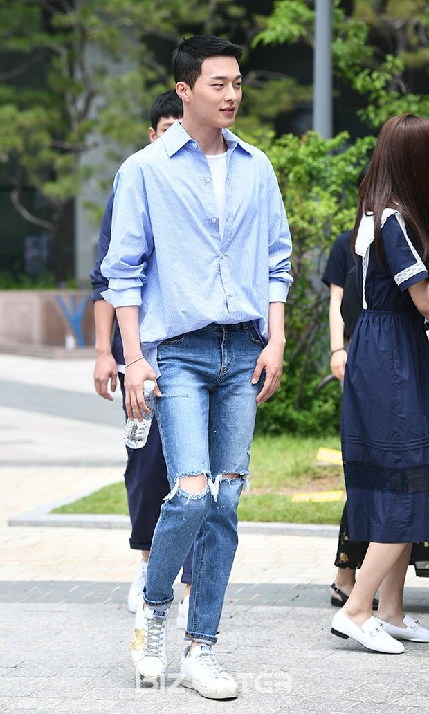 Nam thần điện ảnh mới đến từ YG Jang Ki Yong: Na ná Hyun Bin, trùng hợp sắp yêu Song Hye Kyo, nghi chen vào cặp đôi Reply 1988 - Ảnh 17.