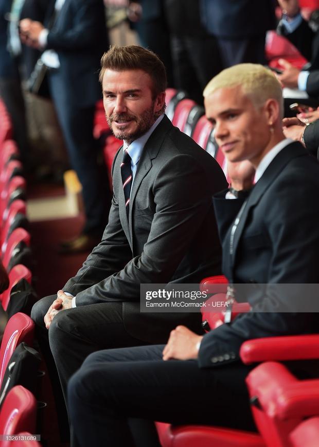 Dàn sao đổ bộ Chung kết Euro 2020: David Beckham - Tom Cruise thân mật gây bão, Harper xinh xắn át cả siêu mẫu Kate Moss - Ảnh 19.